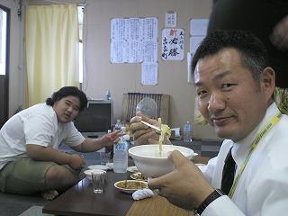ベンツ営業 小林さん チャンコを食べる